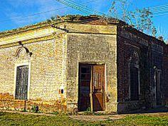 """Antiguo Hotel """"Roma"""" que en su patio posee el primer molino de viento instalado en Irigoyen"""