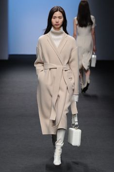 Winter Coat Outfits, Winter Fashion Outfits, Modest Fashion, Look Fashion, Autumn Winter Fashion, Korean Fashion, Korea Winter Fashion, Seoul Fashion, Mode Outfits