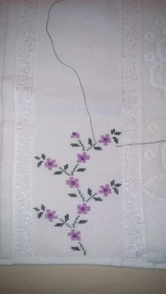 This Pin was discovered by Sab Cross Stitch Borders, Cross Stitch Flowers, Cross Stitch Designs, Cross Stitching, Cross Stitch Patterns, Knitting Patterns, Towel Embroidery, Ribbon Embroidery, Embroidery Stitches