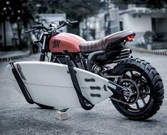 Ok this looks cool and it's a beautiful Ducati Sixty 2. But surely this is only useful in a straight line. Definately not useful here in the UK, the only thing we surf is the web. The Tyres - Karoo 3's. ⚋⚋⚋⚋⚋⚋⚋⚋⚋⚋⚋ 🔝STILL 2 LANYARDS LEFT @blackgoldmoto - LINK IN BIO. • @astroscrambler @stksurfmoto #ducati #ducatiscrambler #surfing
