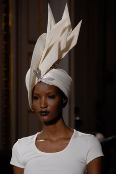 photoparismode.com - Paris Fashion Show - Haute Couture  #millinery #judithm #hats