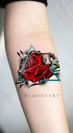 Unique watercolor red rose arm tattoo ideas for women - realistic black geometric triangle outline floral Rose Tattoo On Back, Flower Tattoo Back, Small Flower Tattoos, Back Tattoo, Tattoo Flowers, Sunflower Tattoo Sleeve, Sunflower Tattoo Shoulder, Sunflower Tattoo Small, Trendy Tattoos