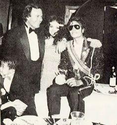 Julio Iglesias w/ LaToya & Michael Jackson Facts About Michael Jackson, Michael Jackson Fotos, Michael Jackson Bad Era, Rei Roberto Carlos, Celebrity Best Friends, Musica Pop, King Of Music, Jackson Family, The Jacksons