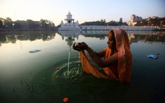 Chhath is an ancient Hindu festival dedicated to the Hindu Sun God, Surya. During the four-day festival, devotees stand in water and offer prayers and food to the setting and rising sun. Hindu India, Nepal Kathmandu, Ariana Grande Drawings, Hindu Rituals, Coral, Hindu Festivals, Beautiful Mosques, Pictures Of The Week, Top Photo