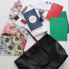 The contents of my new bag from @clementinerva
