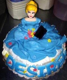la mia prima Cenerentola, la torta non l'ho fatta io tutto in pdz