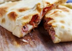 Try our Crazy Calzone for your lunch today! Calzone in a tortilla wrap means all the taste of a calzone without the guilt! Quick Apple Dessert, Apple Desserts, Recipes Using Crescent Rolls, Refrigerated Pie Crust, Speed Foods, Whole Wheat Pizza, Game Day Snacks, Puff Pastry Recipes, Crust Recipe