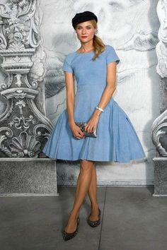 341e9cfee4 Vestido-denim en azul celeste de Chanel (colección Resort Modelo  Diane  Kruger.