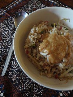 gebakken rijst met thaise pindasaus