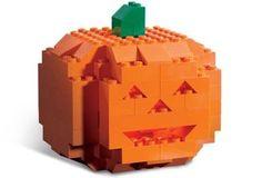 La zucca di Halloween della LEGO | GeekJournal