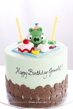 Angry bird green pig themed cake. by Bake-a-boo Cakes NZ, via Flickr How cute is that pig? Seriously?!