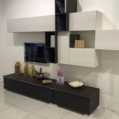 Ecco una delle tante soluzioni di pareti attrezzate che trovi nel nostro showroom. Questa costa €1.590.