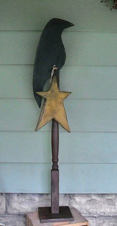 Primitive Crow and Star Post Primitive Patterns, Wood Patterns, Craft Patterns, Fall Projects, Wood Projects, Articles En Bois, Spindle Crafts, Prim Decor, Primitive Decor