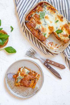 De lekkerste veggie lasagne Veggie Lasagne, Vegetarian Recipes, Healthy Recipes, Healthy Food, Ricotta, Pesto, Camembert Cheese, Veggies, Dinner