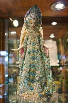 Snow Maiden - talented artist Marina Bychkova makes these hauntingly beautiful and incredibly detailed porcelain dolls. Porcelain Dolls For Sale, Porcelain Dolls Value, Fine Porcelain, Porcelain Tiles, Porcelain Jewelry, Enchanted Doll, Ooak Dolls, Barbie Dolls, Culture Russe