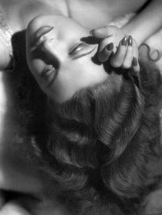 ~Ann Sheridan, 1940, photo by George Hurrell ~*