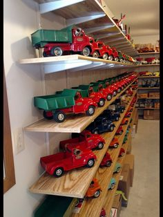 Early Tonka Truck Collection Tonka Trucks, Tonka Toys, Vintage Car Decor, Vintage Toys, Metal Toys, Wooden Toys, Toddler Car Bed, Miniature Cars, Flea Market Style