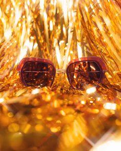 CAROLINE ABRAM sur Instagram: 🎅🏼 XMAS FRIDAY 🎄 Participez a notre jeu concours de Noël et tentez de remporter notre modèle «Warda» ! 4 montures sont en jeu ! 🤭 Pour… Sunglasses, Frame, Instagram, Pageants, Gaming, Picture Frame, Sunnies, Shades, Frames
