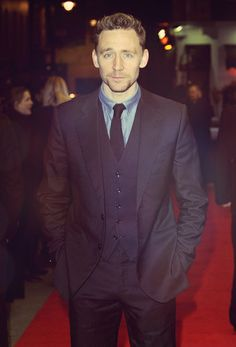Tom Hiddleston in his trusted red carpet power stance