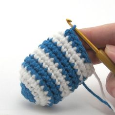 Crocheted jogless stripes tutorial by Needle Noodles.