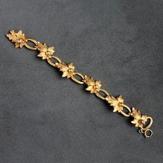 Vintage Leaves Link Bracelet Gold Filled - Flotsam from Michigan - 1 Jewelry Design Earrings, Gold Earrings Designs, Ring Designs, Jewelry Sets, Gold Bangles Design, Gold Jewellery Design, Gold Jewelry Simple, Simple Necklace, Gold Bracelet For Women