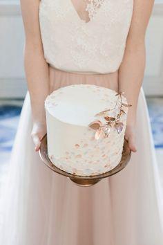 rose gold inspired wedding cake | Image by Sarah Miramon #france #frenchwedding #weddinginspiration #bride #groom #bordeaux #blush #destinationwedding #weddingcake