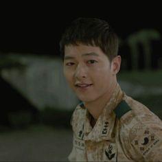 [Drama Descendants of the Sun 태양의 후예 Song Joong Ki Cute, Decendants Of The Sun, Song Joon Ki, Sun Song, A Werewolf Boy, Drama 2016, Song Hye Kyo, Kdrama Actors, Inspiring Quotes About Life