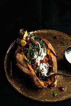 Baked Sweet Potato filled with Eggplant and Mango Slow Food, Sweet Potato Benefits, Exotic Food, Orange Recipes, Mango, How To Cook Pasta, Raw Food Recipes, Food Inspiration, Food Photography