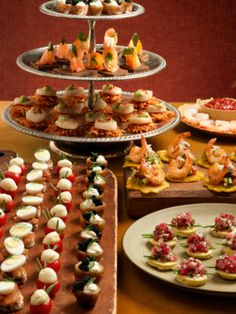 Delicious small bites passed during a pre-dinner cocktail hour. #bridesmaidescape Party Finger Foods, Finger Food Appetizers, Appetizers For Party, Appetizer Recipes, Catering Food, Wedding Catering, Catering Ideas, Fruit Recipes, Cooking Recipes