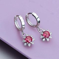 Bông tai đá quý tự nhiên Garnet leverback earrings in silver. #garnet #garnetjewelry #garnetearrings #bongtaidaquy #trangsucdaquy #amejewellery