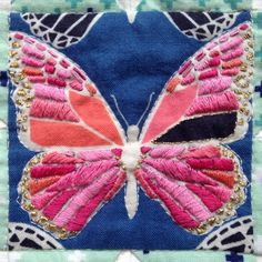 Details of the embroidered butterfly in the middle of the #cottonandsteelminiquilt we made for @tonie_covelli  All the rest and our thoughts on this swap #ontheblog
