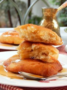 Γεμιστά ή όχι, φουσκωτά ή πλακουτσωτά, τραγανά ή μαλακά, με μέλι ή πετιμέζι, με ζάχαρη ή σκέτα είναι όλα καλοδεχούμενα. Τηγανόψωμα και ξερό ψωμί! Έχω δοκιμάσει τα πάντα και έχω καταλήξει στα δικά μου αγαπημένα... Pretzel Bites, Deserts, Bread, Cooking, Recipes, Food, Kitchen, Desserts, Eten
