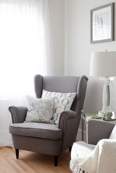 Jillian Harris - love the chair