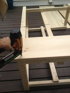 DIY Outdoor Bar with built in cooler Outdoor Bar And Grill, Outdoor Patio Bar, Outdoor Bars, Outdoor Ideas, Patio Cooler, Outdoor Cooler, Diy Wooden Projects, Wood Shop Projects, Diy Home Bar