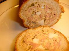 Pain Mimosa :  - 1 pain de mie rond entier non coupé en tranches - 2 œufs durs coupé en petits morceaux - 180 -200g de jambon coupé en cubes - 1 boite d'anchois haché - 6 cornichons haché - 250 g mousse de canard - 100 g beurre mou(température ambiante) - 1 cuillère à café de moutarde