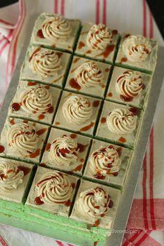 Swiss Meringue Buttercream, Buttercream Cake, Ondeh Ondeh Cake Recipe, Mini Cakes, Cupcake Cakes, Pandan Layer Cake, Cake Recipes, Dessert Recipes, Cake Business