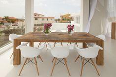Prachtige combinatie tussen tafel & stoelen.