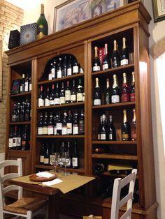 Aperitivo in enoteca - San Gimignano