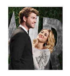 Miley Cyrus y Liam Hemsworth. Ella es una chica de alado algo bajita, él es un semental australiano: la diferencia de altura entre Miley Cirus y Liam Hemsworth es de 25 centímetros.