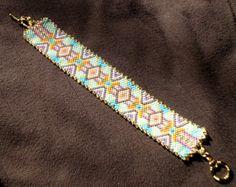 Artículos similares a Perla Bohemia telar pulsera nativo americano inspirado en joyería artesanal estilo occidental al sudoeste regalo cuentas para su Tribal rojo en Etsy