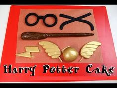 With Gryffindor colored cake layers and scarf! Harry Potter Desserts, Bolo Harry Potter, Gateau Harry Potter, Harry Potter Scarf, Harry Potter Birthday Cake, Harry Potter Glasses, Harry Potter Wand, Lunette Harry Potter, Harry Potter Suitcase