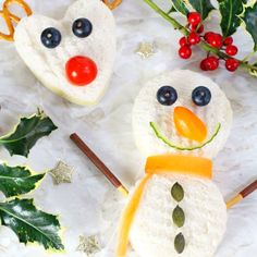 Kids will love getting creative and making these Christmas themed Rudolph and Snowman sandwiches! Christmas Party Food, Christmas Snacks, Noel Christmas, Christmas Sandwiches, Kid Sandwiches, Food Art For Kids, Cooking With Kids, Food Kids, Healthy Meals For Kids