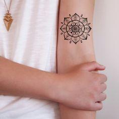 45 Purposeful Mandala Tattoo Designs For Women - Beste Tattoo Ideen Fake Tattoos, Temporary Tattoos, Body Art Tattoos, New Tattoos, Small Tattoos, Cool Tattoos, Tribal Tattoos, Gorgeous Tattoos, Girly Tattoos