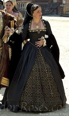 Tudor Costume - Absolutely beautiful, I especially lobve the colors! Mode Renaissance, Costume Renaissance, Renaissance Fashion, Renaissance Clothing, Tudor Dress, Medieval Dress, Elizabethan Dress, Tudor Costumes, Period Costumes