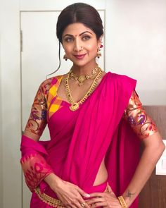 Showcasing tradition as trend, Shilpa Shetty dressed as Marathi Mulgi shows a newside of Paithani by flaunting it on sleeves instead on the usual pallu! #Royalsari #Onlineshopping #Bollywoodcollection #Shilpashetty #Paithani #Marathimulgi