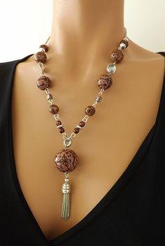 Collier marron et argent, perles et motif réalisé à la main : Collier par vilicreation