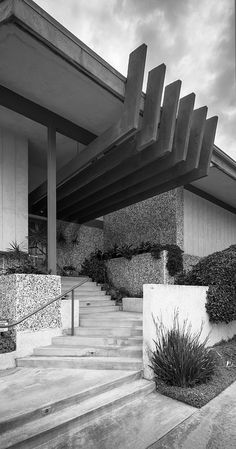 Modern House Entry by Chimay Bleue, via Flickr | #bw #blackandwhite #black #white #grey  #architecture