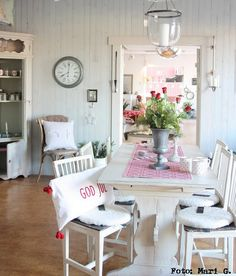 drooling over this red and white kitchen