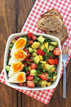 Sugg-r and some Salt: ensalada {para desayunar} de col rizada, tomate rosa y fruta #ponunaensalada Kale, Cobb Salad, Diana, Recipes, Food, Beverages, Fruit, Salads, Essen