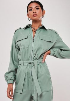 Up your jumpsuit game with hundreds of styles and finishes for any occasion. Explore our women's jumpsuit collection now for a super effortless look. Fashion Line, Suit Fashion, Fashion Outfits, Apd, Inspiration Mode, Outfit Posts, Jumpsuits For Women, Urban Fashion, Editorial Fashion